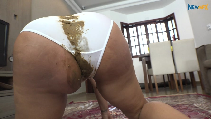 Shitting on white panties - UltraHD/4K 3840x2160 [3.11 GB] (2019)