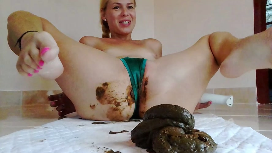 Naked Strong Stream Peeing In Doggy Desperatio - Giant Poo In Satin Thong, Intense Orgasm, Desperation - HD 1280x720 [807 MB] (2019)