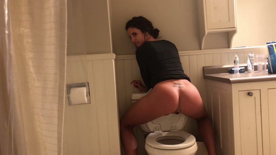 Constipated toilet poop - UltraHD/4K 3840x2160 - With Actress: TinaAmazon [644 MB] (2020)