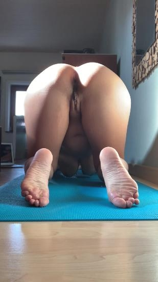 Morning yoga - UltraHD/2K 1080x1920 - With Actress: kinkycat  [487 MB] (2020)