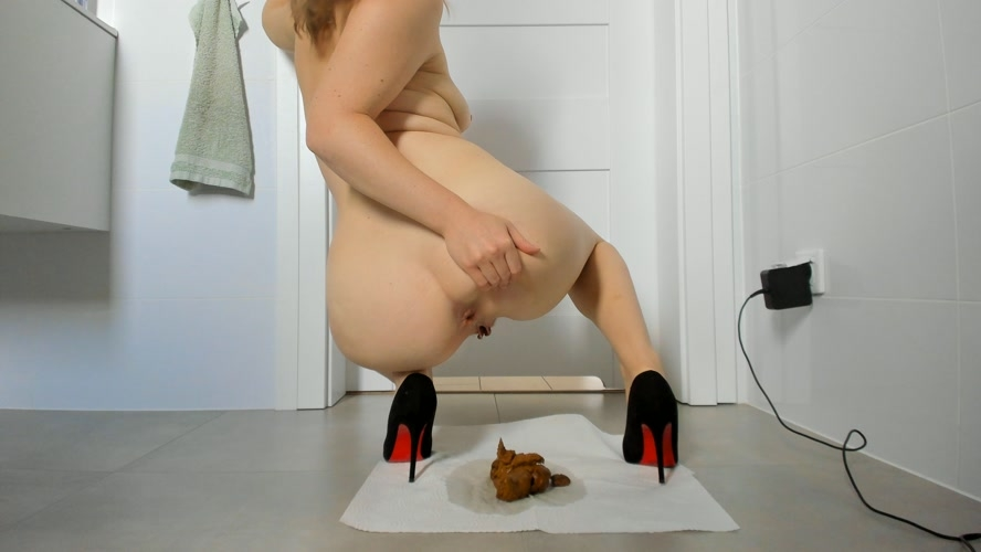 Young sexy lady shitting in high heels - UltraHD/4K 3840x2160 [1.65 GB] (2020)