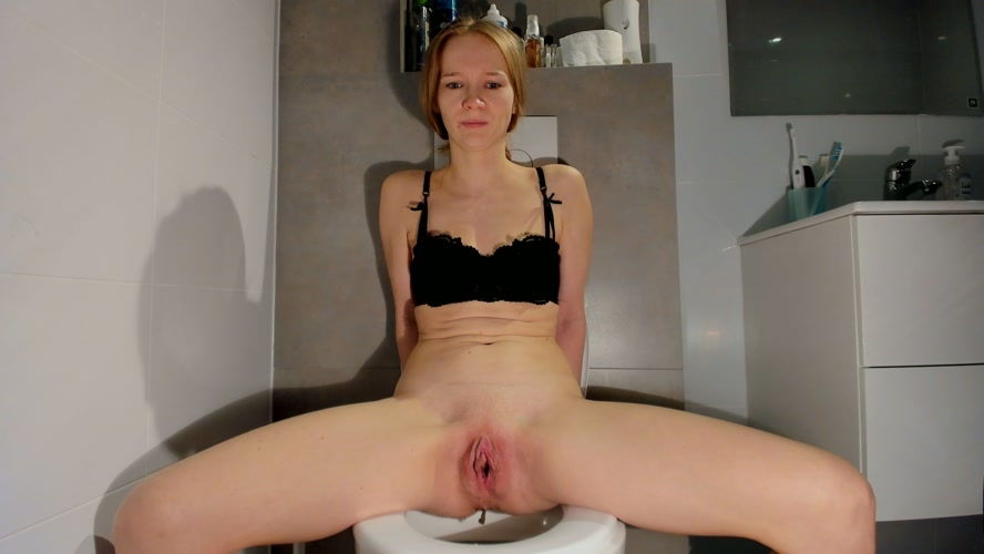 Soft smelly poop on the toilet - UltraHD/2K 2560x1440 - With Actress: LucyBelle  [1.01 GB] (2020)